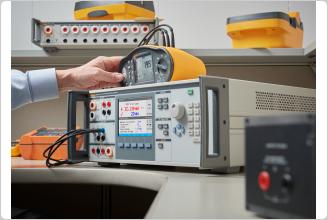 Calibrando um verificador de segurança elétrico 5322A